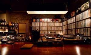 There are 6,000 vinyl records.