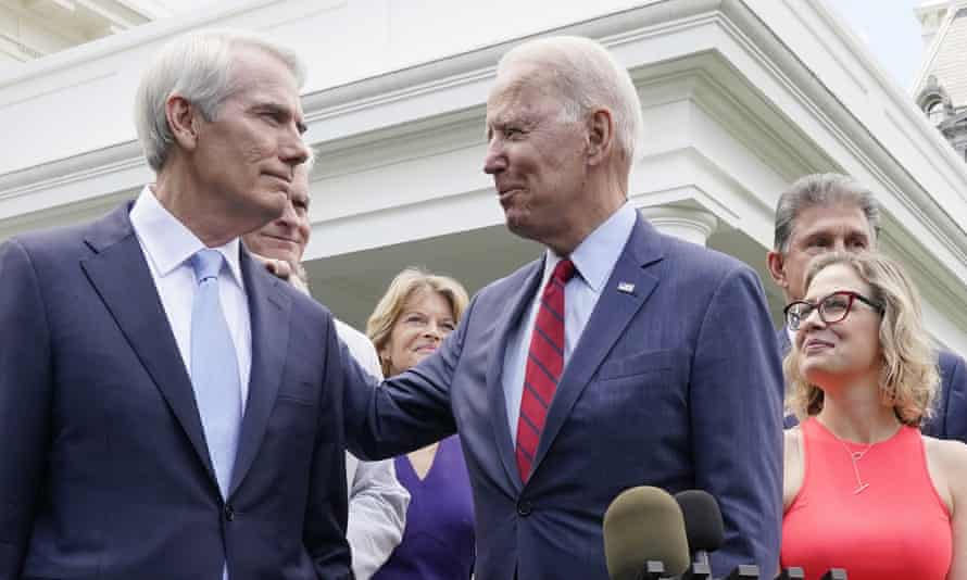 Joe Biden speaks with Rob Portman, and other senators outside the White House.