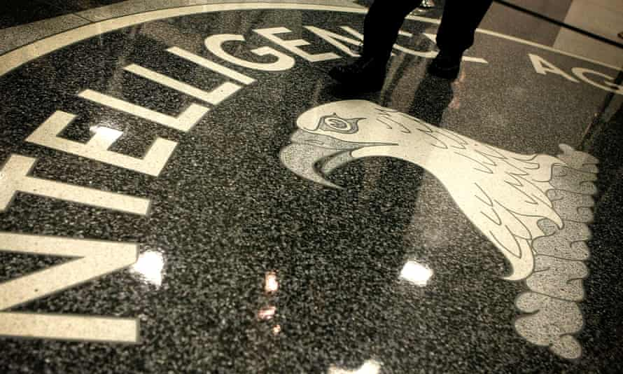 The CIA determined that individuals linked to Moscow stole Democratic party emails, according to the Washington Post.