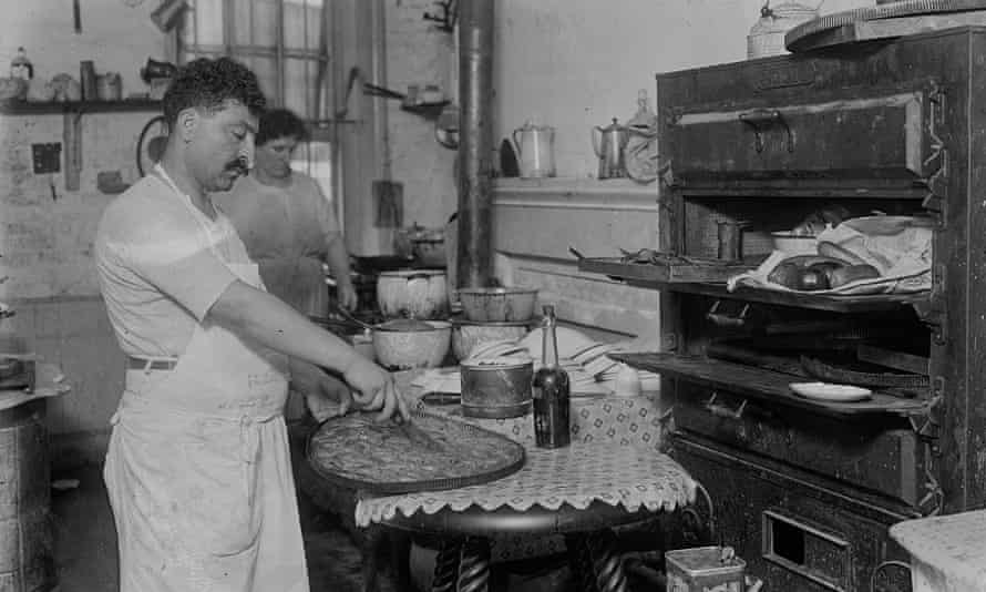Syrian baklava maker in Little Syria (1916) New York