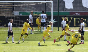 Wycombe Wanderers' Garath McCleary (third right) celebrates scoring their second goal.