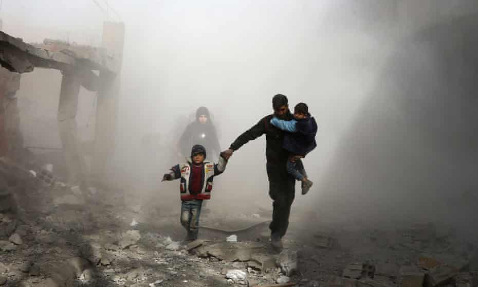 Syrian civilians flee airstrikes in eastern Ghouta, February 2018