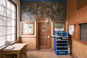 """Discovery"" de Fletcher Martin cuelga en la oficina de correos de Kellogg, Idaho."