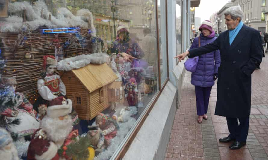 John Kerry points to the window of a shop while walking on Old Arbat for souvenir shopping.