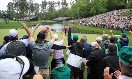Fans cheer Tiger Woods on 16th green at 2019 Masters
