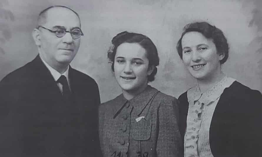 The last photo of Gertrude Batscha with her parents before she moved to Somerset
