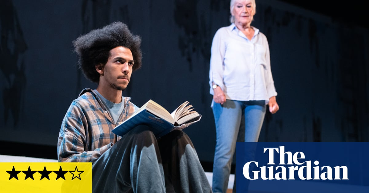 Wings Around Dundee review – dive into the city's uncomfortable past