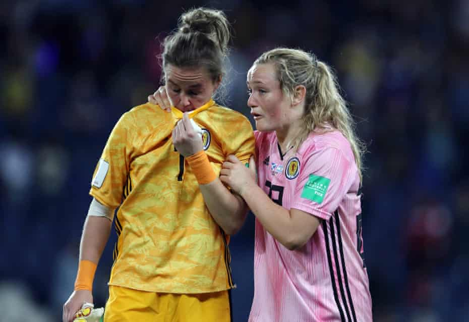 Lee Alexander is consoled by Erin Cuthbert of Scotland following the 3-3 draw between Scotland and Argentina at Parc des Princes which knocked Scotland out.