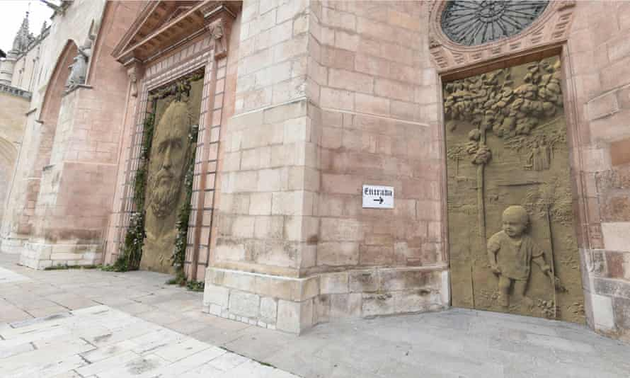 Virtual tour illustrations of the doors of the Burgos cathedral proposed by Antonio López.