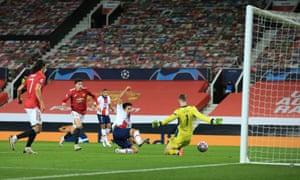 Marquinhos cores PSG's second goal