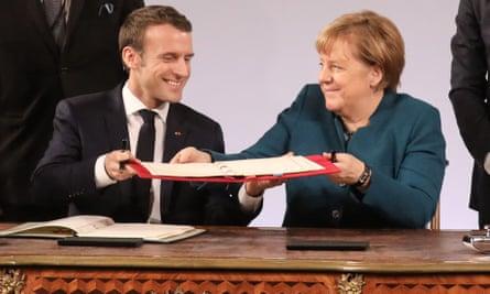 Emmanuel Macron and Angela Merkel sign  Franco-German treaty on 22 January 2019
