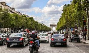 Traffic on the Champs-Élysées