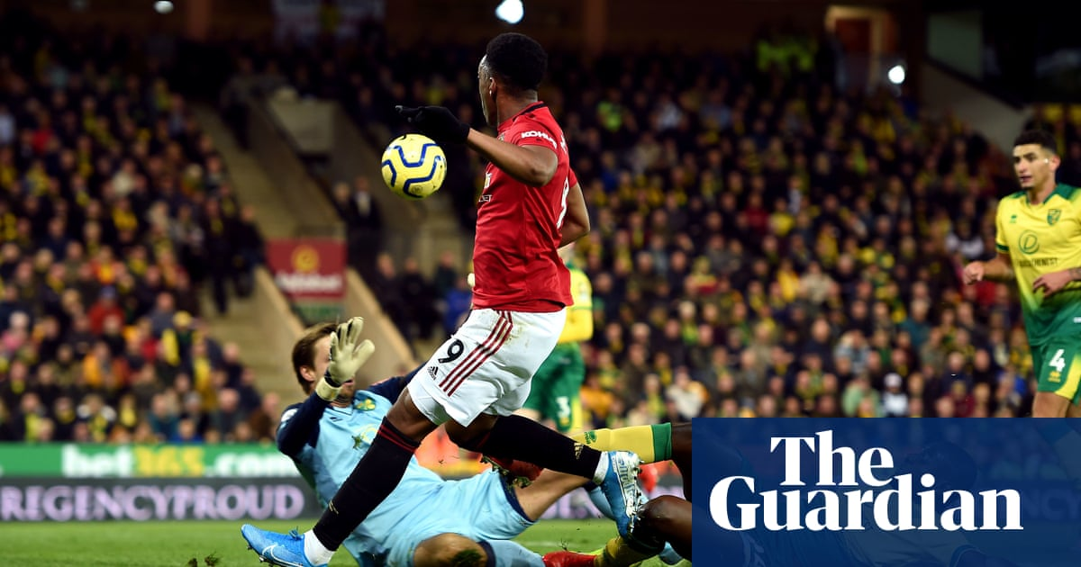 Manchester United shrug off penalty failures to secure win at Norwich
