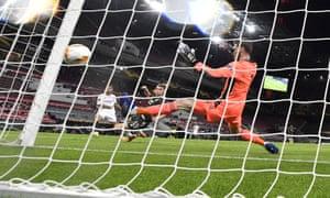 Suso scores Sevilla's equaliser.