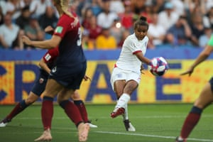 Nikita Parris from England shoots a shot out.