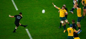 Carter put the All Blacks 24-17 ahead against Australia with this kick in the 2015 Rugby World Cup final.