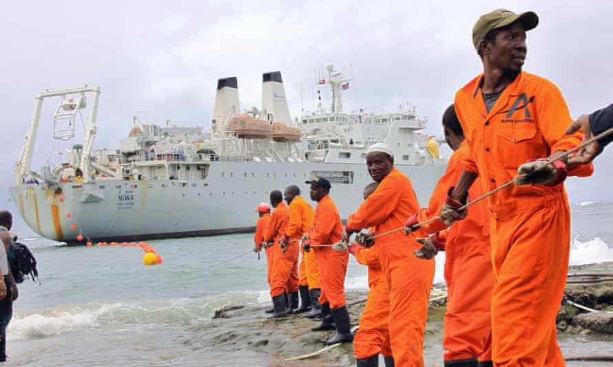 Workers haul part of a fibre optic cable to the shore at the Kenyan port town of Mombasa in 2009