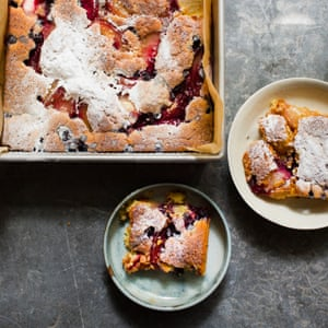 Peach and blackcurrant dessert cake.