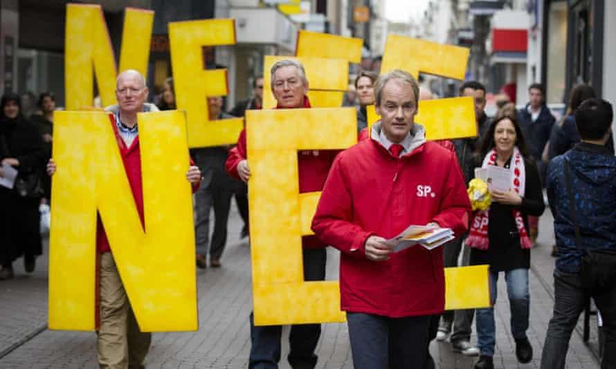 The Dutch Socialist party campaigns against the EU-Ukraine association agreement, April 2016