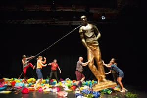 Are We Not Drawn Onward to New erA, a palindromic piece about environmental disaster by Ontroerend Goed, is at ZOO Southside. Read our review