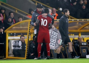 Liverpool manager Jürgen Klopp consoles Sadio Mane after the player came off after picking up an injury.