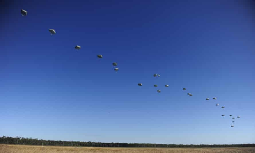 US paratroopers from the 4/25th Infantry Division make a jump from a C-17 Globemaster as part of exercise Talisman Sabre on 8 July, 2015 in Rockhampton, Australia.