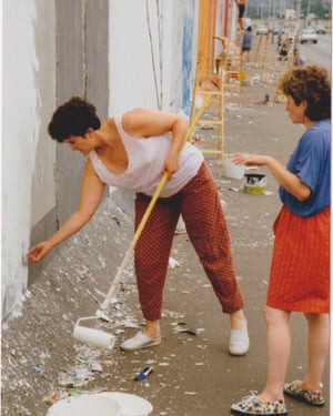 Margaret Hunter preparing her segments of the East Side Gallery wall in 1990.