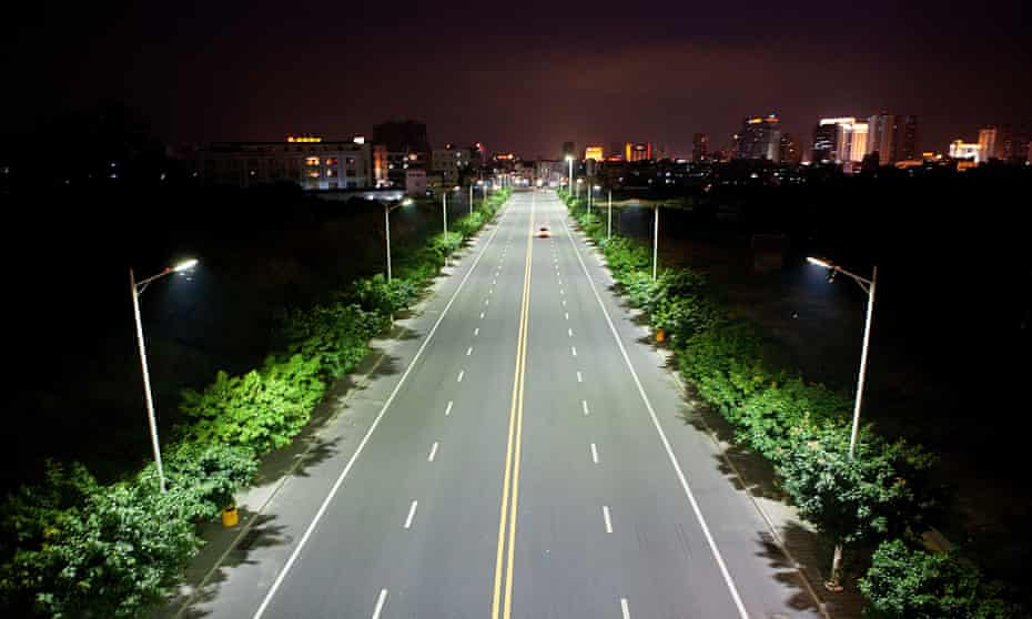 Environmentally friendly LEDs light up a roadway in Dongguan.
