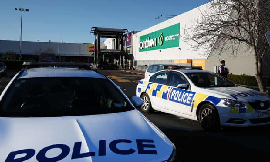 New Zealand police outside the Auckland supermarket after the terrorist stabbing attack