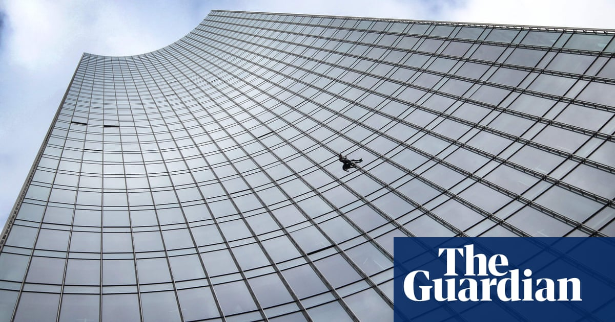 German police detain 'French Spiderman' after Frankfurt feat