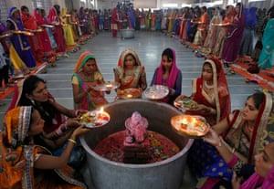 Hindu women perform ritual