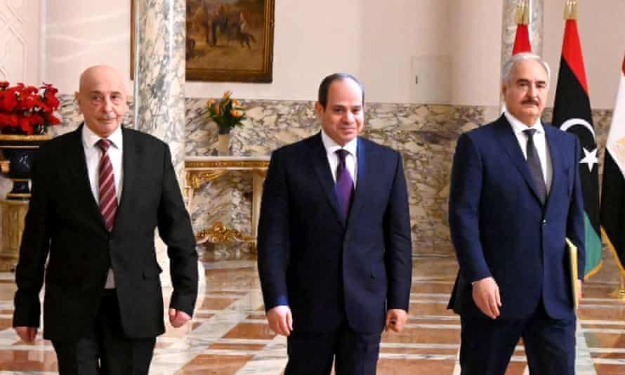 The Egyptian president, Abdel Fattah al-Sisi, (c), Libyan commander Khalifa Haftar (r) and the Libyan parliament speaker, Aguila Saleh
