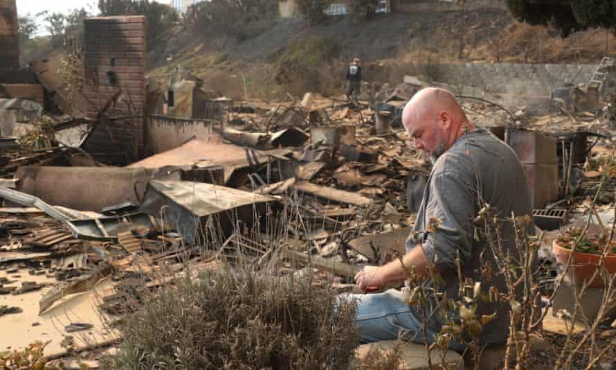 Thomas fire burns in Ventura County, California
