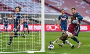 Antonio hits the post!