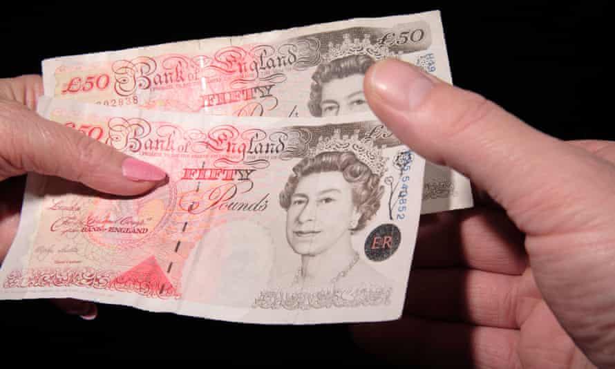 Handing over money £100 2 x £50 notes transaction