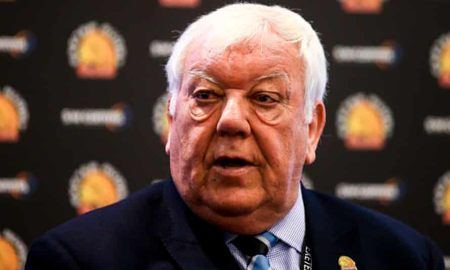 Exeter owner Tony Rowe has said that Saracens should be relegated.