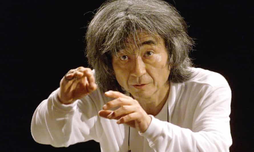 Seiji Ozawa rehearses with the Vienna Philharmonic Orchestra in Salzburg, 1999.