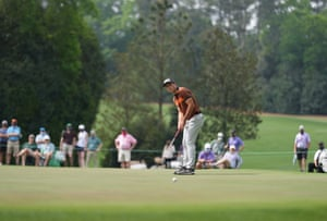Hovland putts on the fourth hole