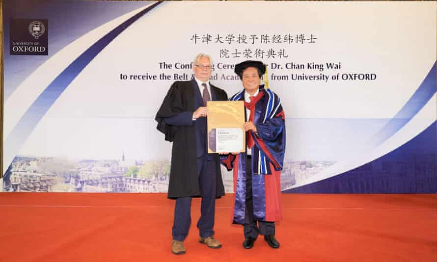 Oxford's Alan Hudson presents Chan King Wai with his award in 2019