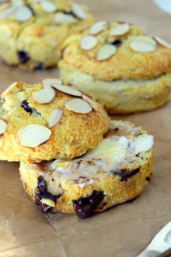 Spelt scones with honey, almonds and chocolate