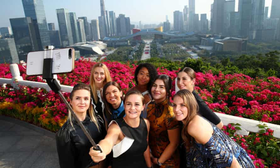 The eight best players in women's tennis take a selfie in Shenzhen before the WTA Finals.