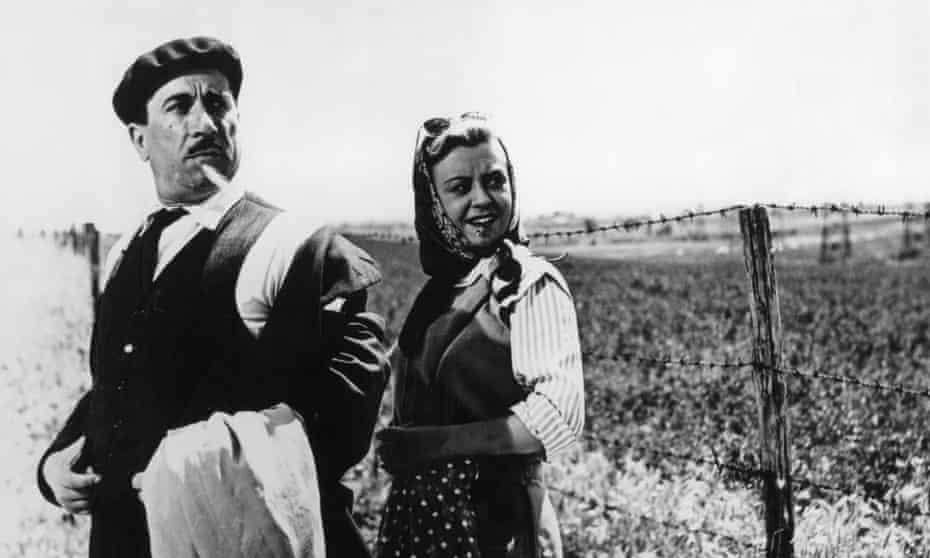 Peppino Da Filippo and Giulietta Masina in Variety Lights
