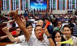 Traders celebrate the last working day of 2017 at the Philippine Stock Exchange