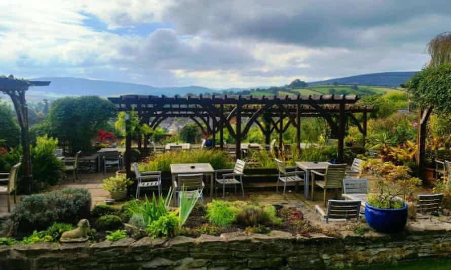Castle Hotel Bishop's Castle beer garden