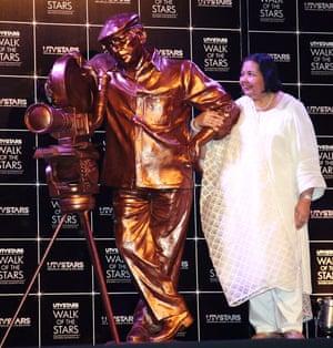 2013Pamela Chopra Unveils Statue Of Yash Chopra At Yash Raj Studio Pamela Chopra Wife of late Yash Chopra unveiling of Yash Chopra's statue at Yesh Raj Studio in Mumbai, India