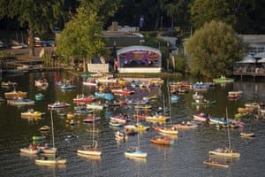 Nuremberg, Germany. The Staatsphilharmonie plays a concert on the lake stage on the Grosser Dutzendteich in front of spectators who watch the concert on their own boats