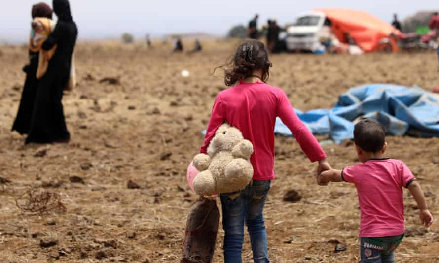 More than 160,000 civilians have headed towards the Golan Heights and the Israeli border despite a ceasefire in Deraa province.
