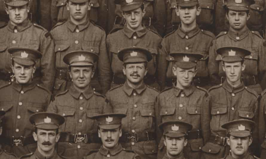 Ivor Gurney, centre, with the 2/5th battalion of the Gloucestershire regiment.