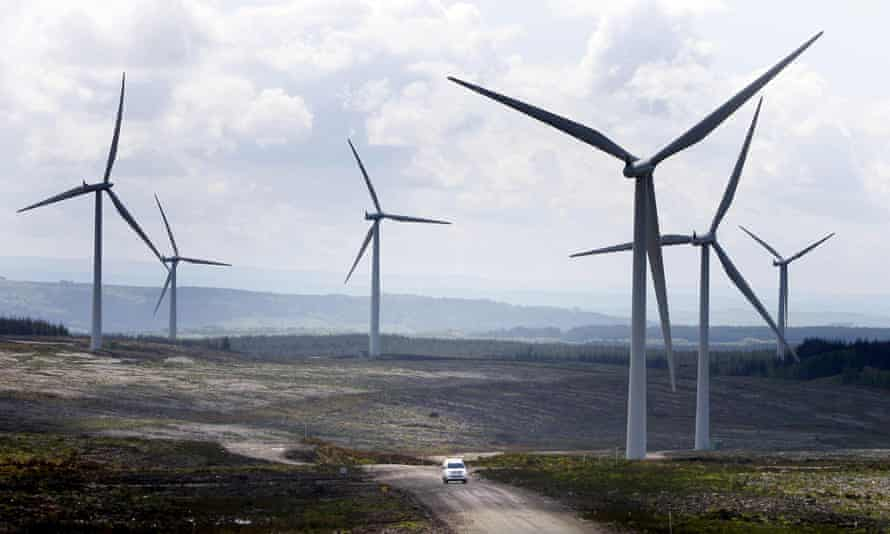 The study found that at the national level the number of wind turbines in Scotland increased by 121% over the period, while tourism-related employment rose by 10.8%.