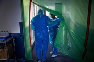 Staff enter the Covid-19 ICU